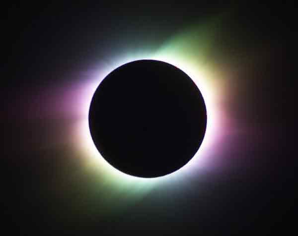 arcoiris corona durante el eclipse solar