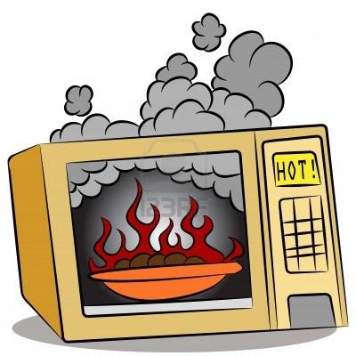 9805332-una-imagen-de-comida-quemando-en-un-horno-de-microondas
