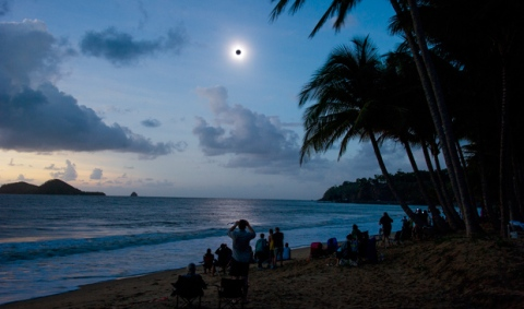 solar-eclipse-2012-queensland